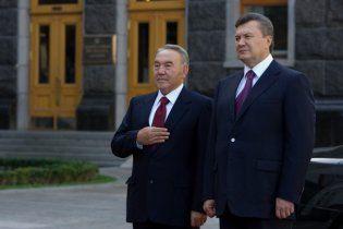 Янукович хочет в космос вместе с казахами