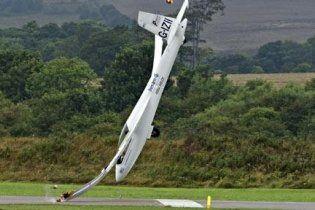 Британский пилот выжил, врезавшись на планере в землю на глазах у 15-тысячной толпы