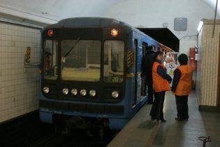 """На станції метро """"Хрещатик"""" під потягом загинув чоловік"""