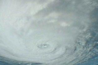 """Ураган """"Карл"""" продовжує посилюватися поблизу берегів Мексики"""