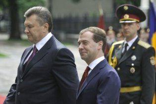 Янукович пожаловался Медведеву на бюрократию в Украине