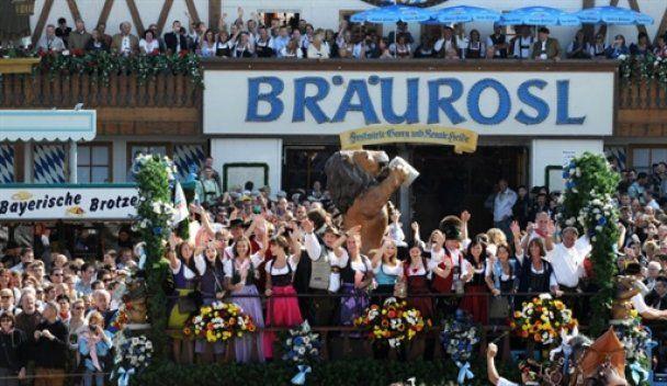 В Мюнхене начинается Октоберфест: праздник пива, песен и флирта