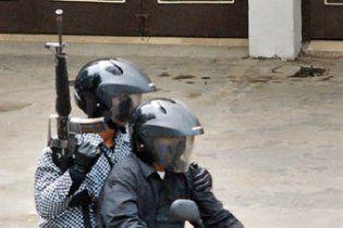 Повстанцы на мотоциклах застрелили троих полицейских в Индонезии