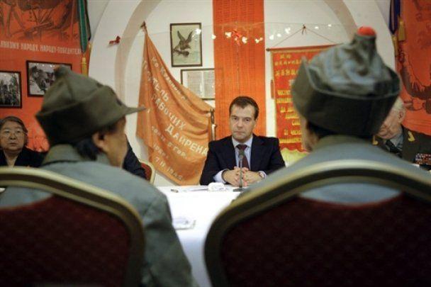 В Китае Медведева назвали символом страны, которая дала миру сталинизм