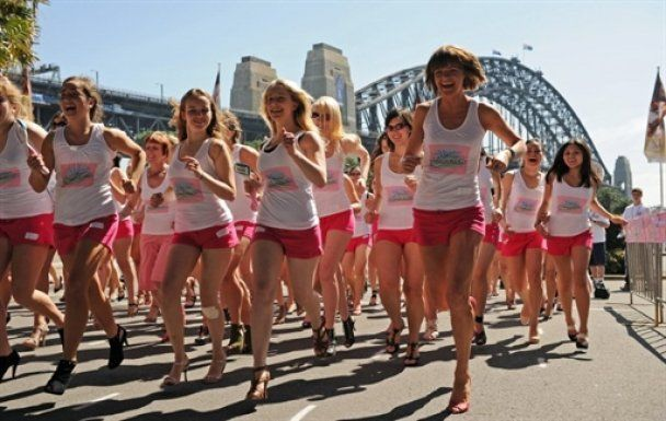 Австралійки влаштували марафон на підборах