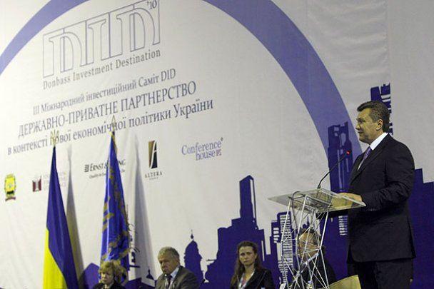 В Донецке Янукович осмотрел аэропорт