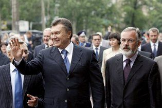 Янукович пообещал контролировать образовательные реформы Табачника