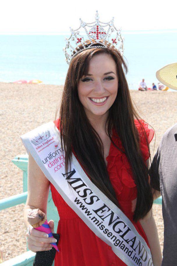 """Обладательница титула """"Мисс Англия-2009"""" пойдет в армию"""