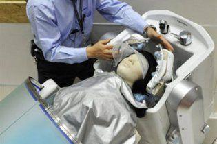 Створено робота, який вміє мити голову й робити масаж