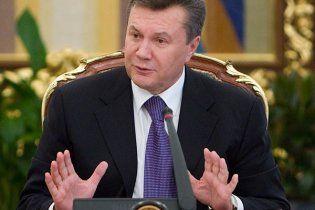 Янукович пообіцяв більше не міняти Конституцію без відома українців