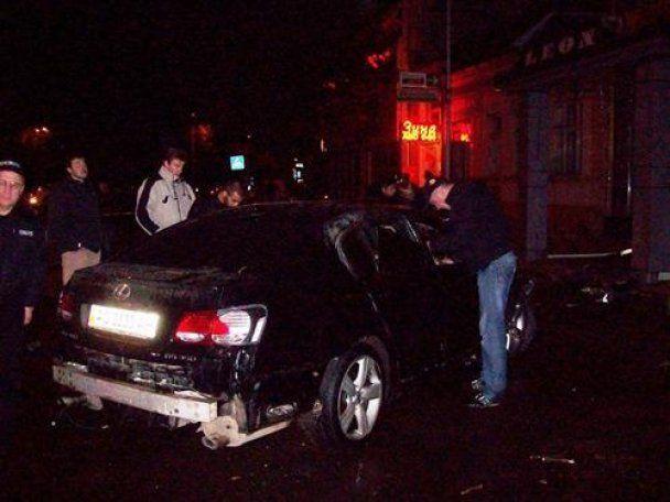 В центрі Ужгорода підірвали Lexus соратника Яценюка