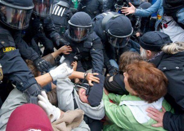 У Німеччині побили школярів, які протестували проти вирубки парку