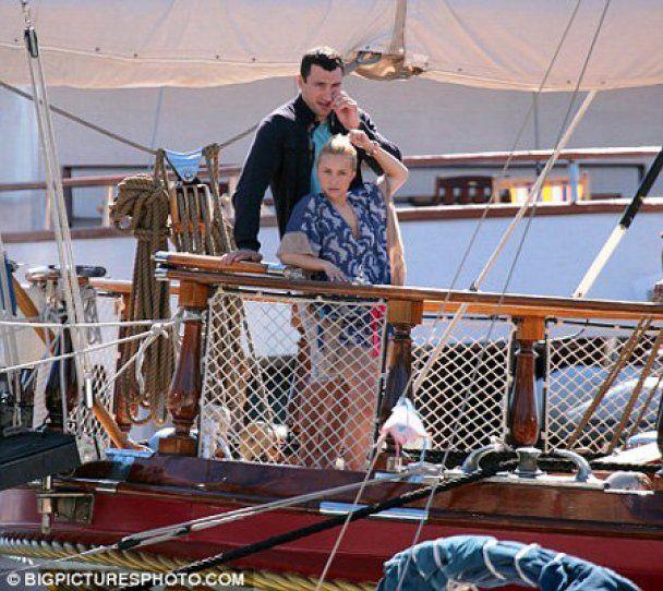 Володимир Кличко покатав кохану на яхті