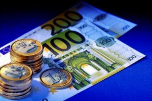 Евро упал до десятилетнего минимума