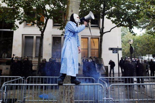 Французькі медики вийшли на вулиці і побилися з поліцією
