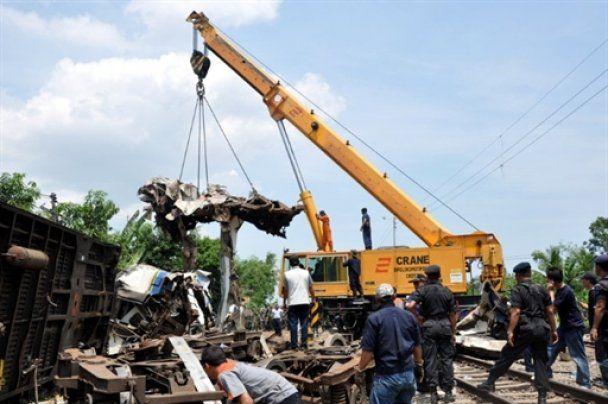 В Індонезії зіткнулися два потяги: більше 40 людей загинули