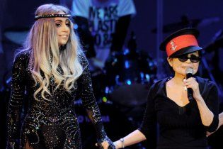 Йоко Оно отримала нагороду від Хіросіми