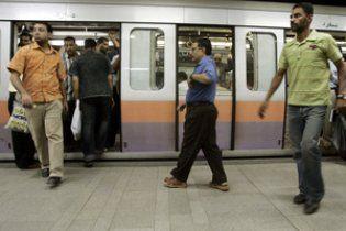 В Каире машинист метро открыл дверь на ходу: десятки человек выпали из вагонов