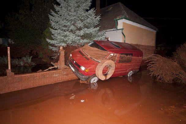 Токсичні відходи затопили два міста Угорщини, є жертви
