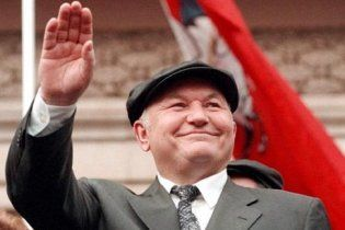 Лужков связал свою отставку с выборами президента