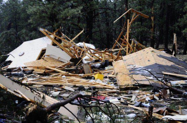 Мощный торнадо перевернул 28 вагонов поезда в США