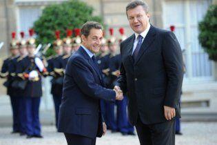 Янукович попросив Саркозі допомогти Україні в переговорах з ЄС