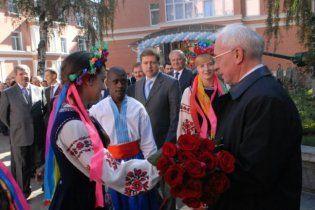 Украинские девушки разденутся для Азарова разве что за деньги