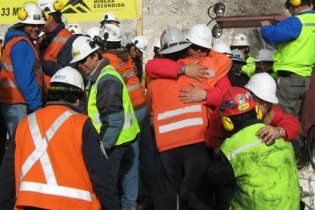 Чилійських шахтарів підійматимуть поодинці протягом 45 хвилин