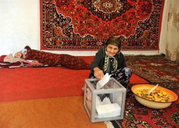 На парламентские выборы в Киргизии пришло полстраны