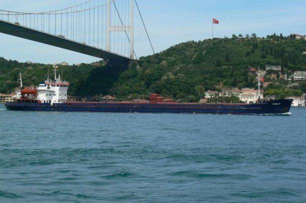 В Черном море третий день ищут моряков затонувшего судна