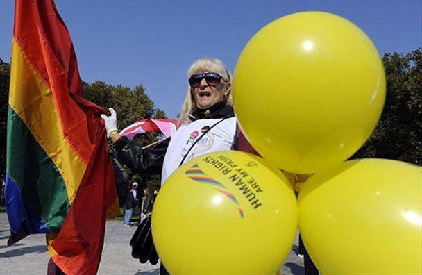 Гей-парад в Сербии завершился кровавой дракой