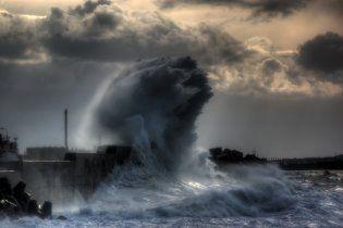 В Черном море не могут найти двух моряков из-за погодных условий