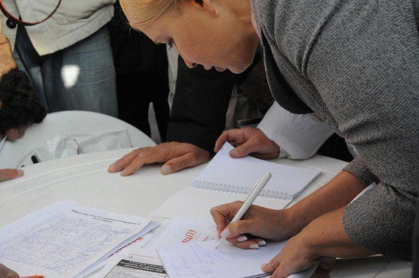 Тимошенко зробила орфографічну помилку в автографі
