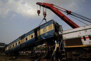 Потяг врізався в натовп бангладешських опозиціонерів