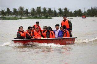 Півмільйона китайців евакуювали через повінь
