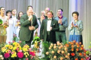 """Дружина Януковича подивилася """"Білосніжку і сімох гномів"""""""