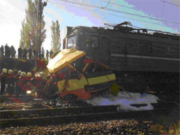 Мешканка Марганця дивом не потрапила на маршрутку, яку переїхав потяг