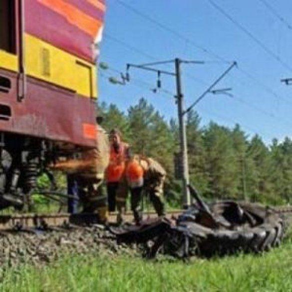 Біля Запоріжжя потяг врізався у трактор