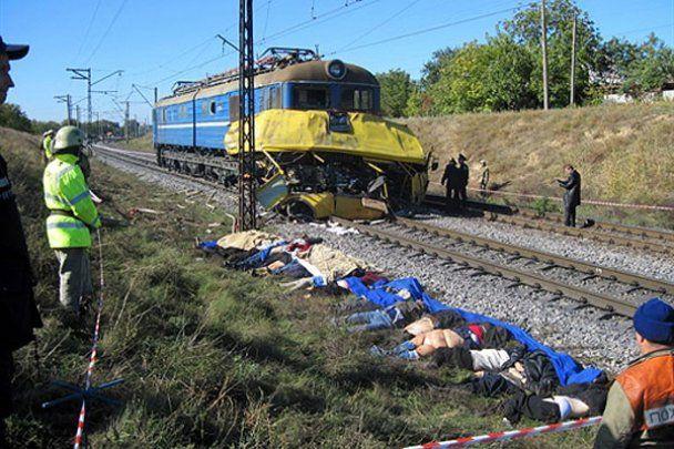 ДТП в Марганці: водій міг не побачити потяг через тоноване скло