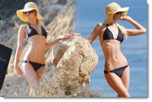 Пэрис Хилтон сняла купальник на пляже