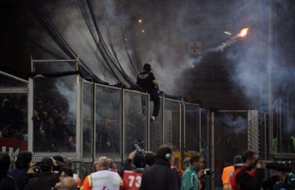 Євро-2012. Матч Італія - Сербія перенесено через безлад на трибунах (відео)
