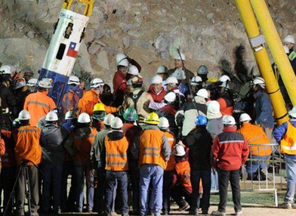 В Чили из 70-дневного подземного плена освободили первых шахтеров
