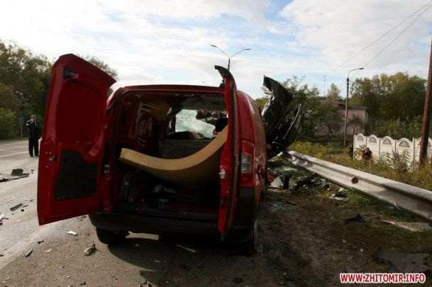 Під Житомиром зіткнулися п'ять автомобілів: 6 загиблих