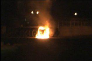 На честь річниці УПА київські націоналісти спалили меморіал з танком