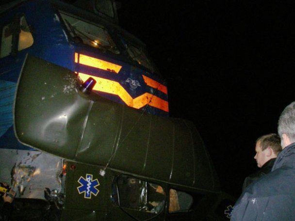 Нова трагедія на залізниці: потяг протаранив швидку з породіллею (фото)