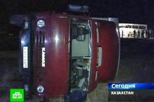В Казахстане два автобуса столкнулись с КамАЗами: 11 жертв