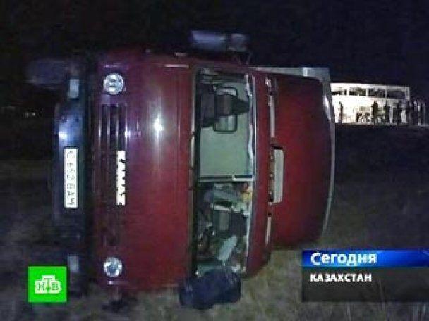 У Казахстані два автобуси зіткнулися з КамАзами: 11 жертв