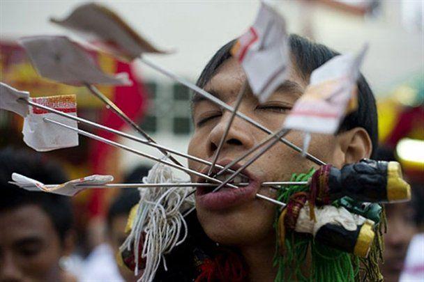 Шокуючий Фестиваль вегетаріанців на Пхукеті