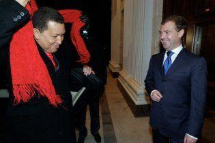 Чавес накормил Медведева сладостями