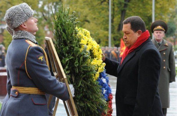 """Уго Чавес на красной """"Ладе Приора"""" остановил движение в Москве"""